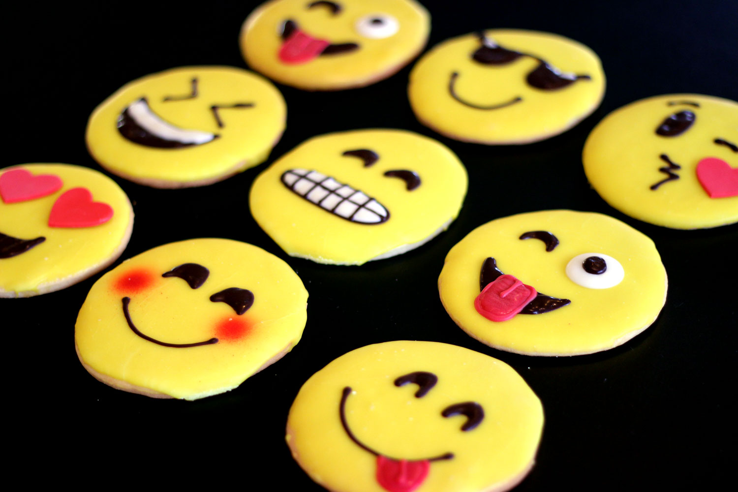 Emoji-Smiley-Face-Cookies-web