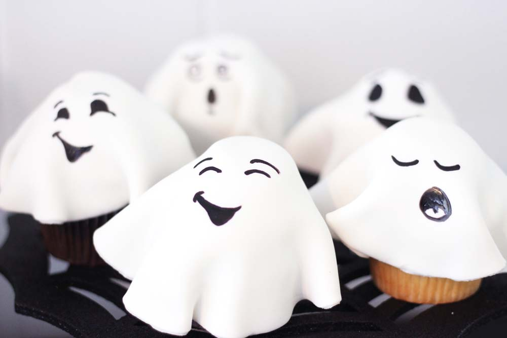 ghost cupcakes for halloween at cafe pierrot in sussex county nj